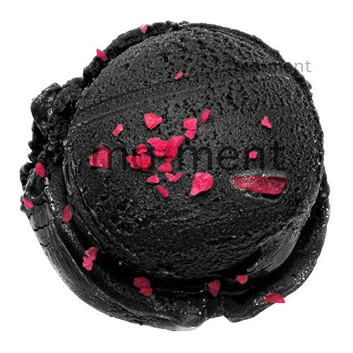 Schwarzes Eis mit roter Knallbrause